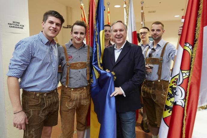 Generalsekretär David Wareka und Landesgeschäftsführer Michael Sommer gemeinsam mit Landesparteiobmann und Klubobmann Dr. Walter Rosenkranz
